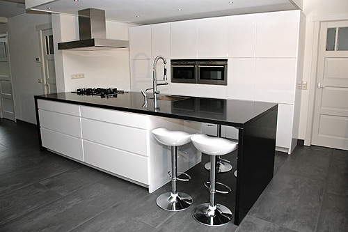 Hoogglans Witte Keuken Ikea : Black and White Modern Kitchen