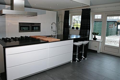 Moderne Keuken Met Kookeiland : Witte Keuken Hoogglans